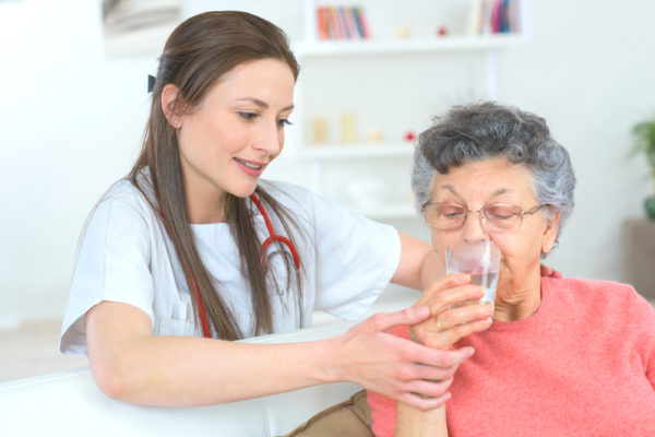 Hidratación en la Tercera Edad: cuidados y recomendaciones