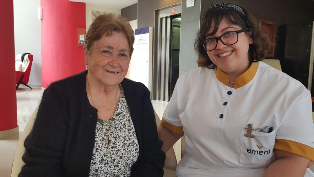 Nazaret enfermera de la Residencia de personas mayores en Barcelona, Sant Genis
