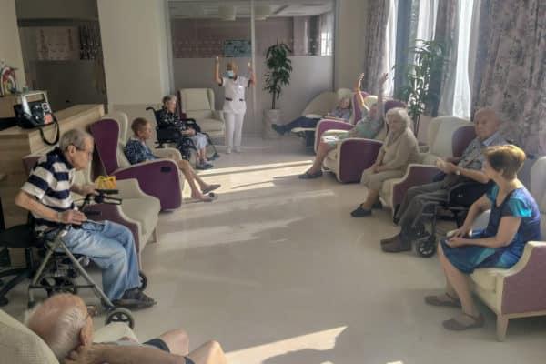 Beneficios de las sesiones de musicoterapia en la residencia para mayores Emera Macarena, Sevilla.