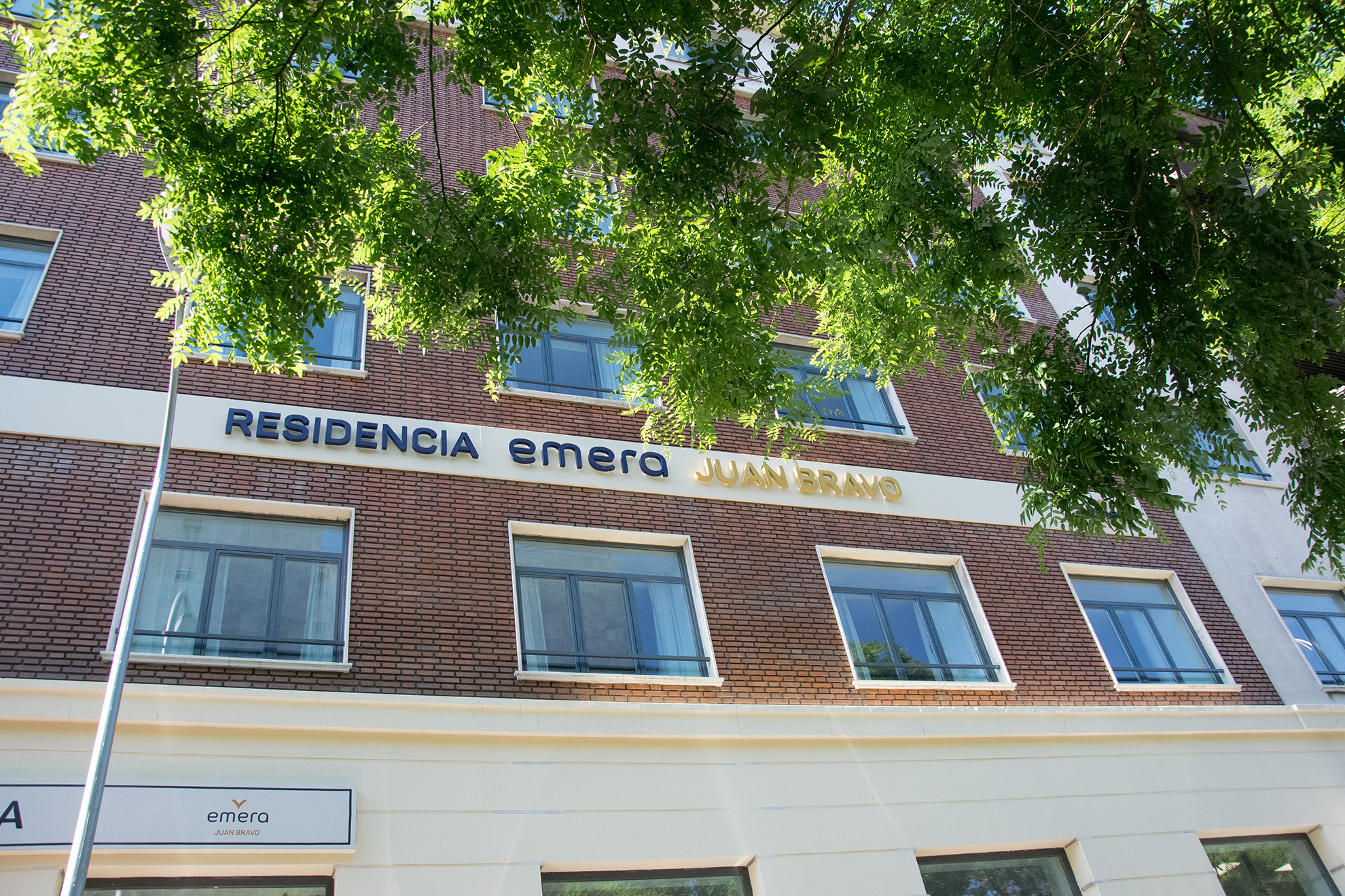 Residencia para mayores Emera Juan Bravo fachada