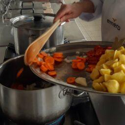 Cocinando en Emera Monte Rincon