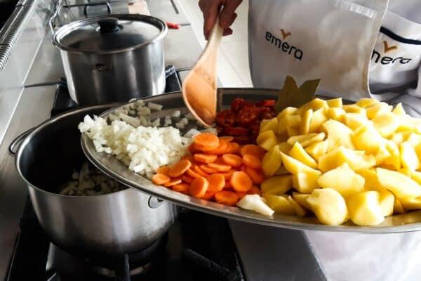 La receta de la Jefa de Cocina de Emera Monte Rincón: patatas a la riojana