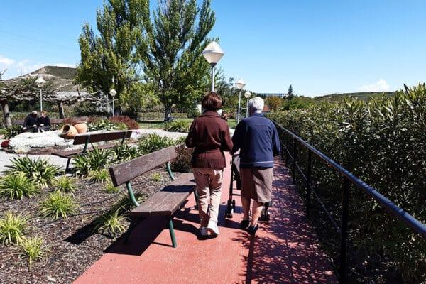 Beneficios del jardín como entorno terapéutico en la residencia de mayores