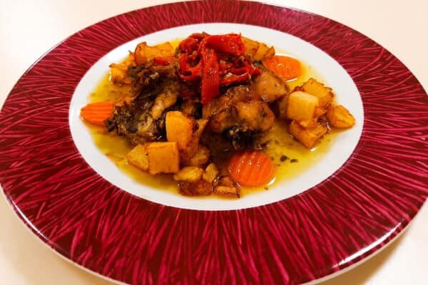 Pollo con verduras de la cocina de la residencia Emera Zaragoza